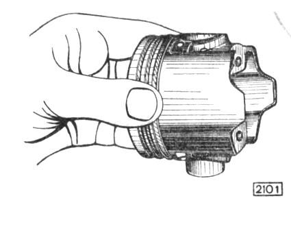 Рис. 2-27. Проверка посадки поршневого пальца