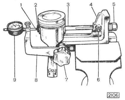 Рис. 2-33. Собранный комплект поршень - палец - шатун, установленный на приспособление А.95615 для испытания на выпрес-совывание пальца: 1 - штифт индикатора в соприкосновении с концом стержня; 2- головка стержня в соприкосновении с пальцем; 3- резьбовой стержень с пазом; 4 - основание; 5-гайка стержня; 6 - упорный палец стержня; 7 - рукоятка зажима кронштейна; 8-кронштейн индикатора; 9 - индикатор