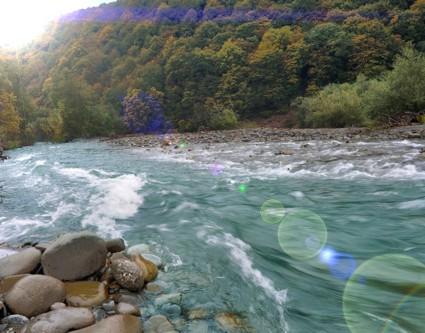 Виды и названия берегов реки, течение реки и характер водного потока, неправильности течения