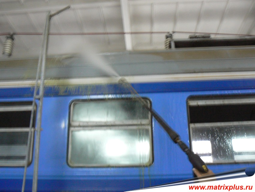 Мойка крыш вагонов, каким средством моют вагоны, как моют вагоны